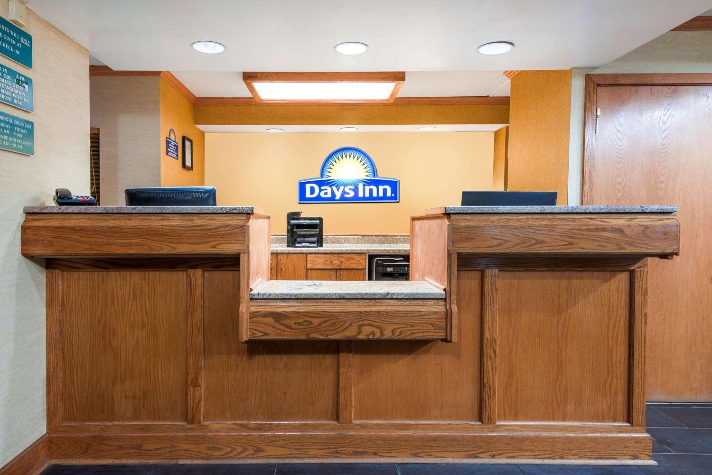 Lobby - Days Inn Harmarville
