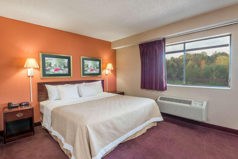 Room - Days Inn Harmarville