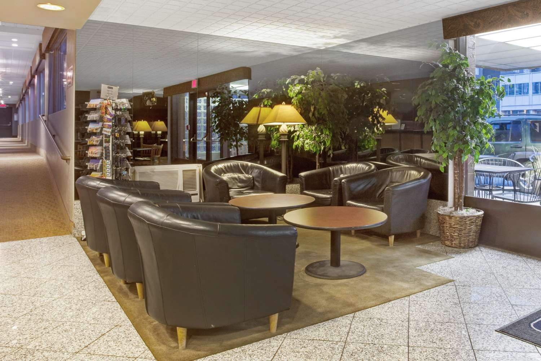 Lobby - Travelodge Space Needle Seattle