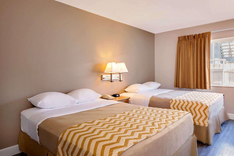 Room - Travelodge Eureka