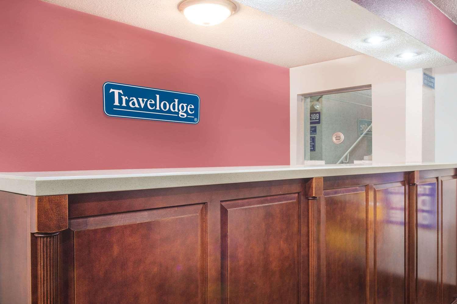 Lobby - Travelodge Terre Haute