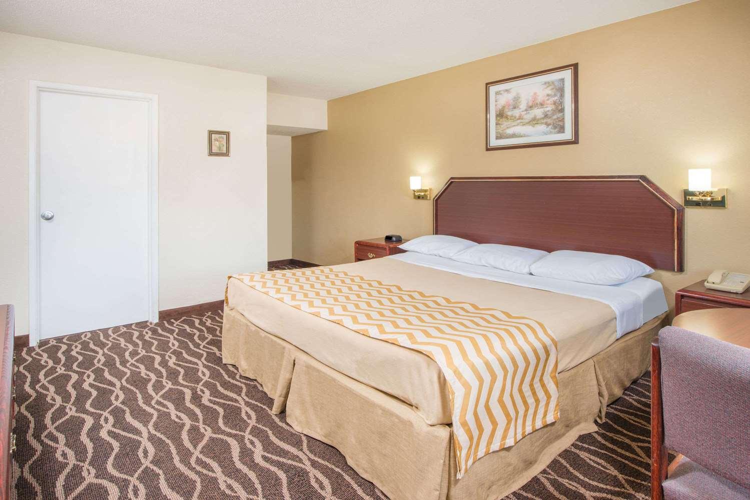 Room - Travelodge Terre Haute