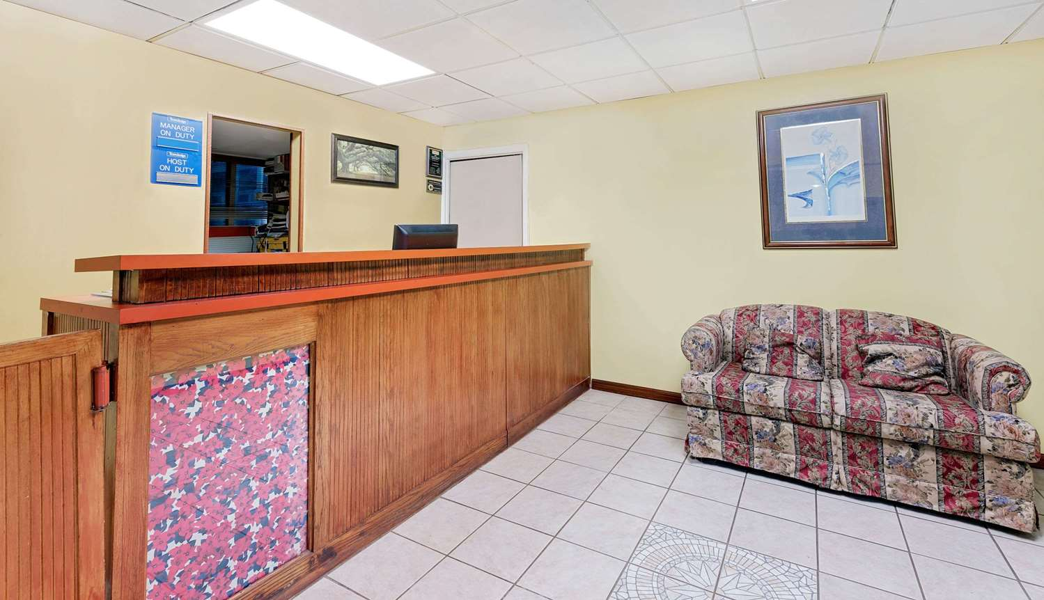 Lobby - Travelodge Chambersburg