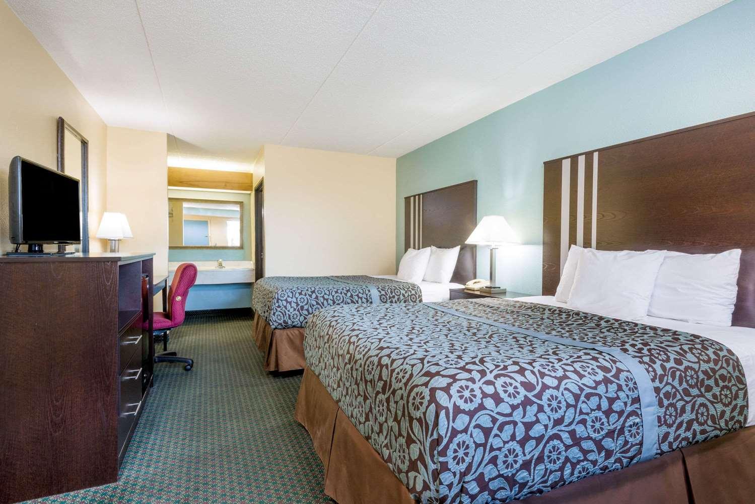 Room - Days Inn Huber Heights
