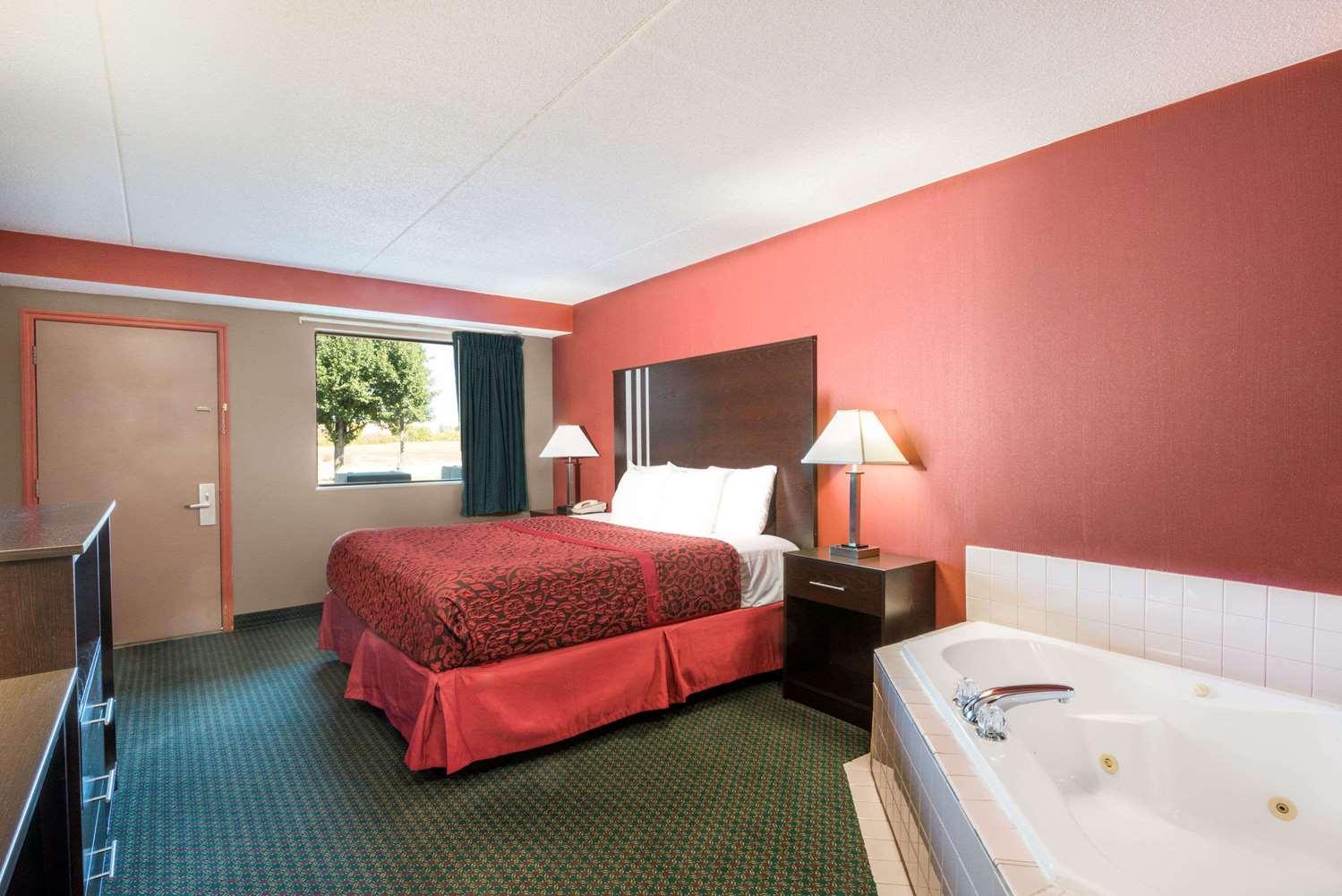 Suite - Days Inn Huber Heights