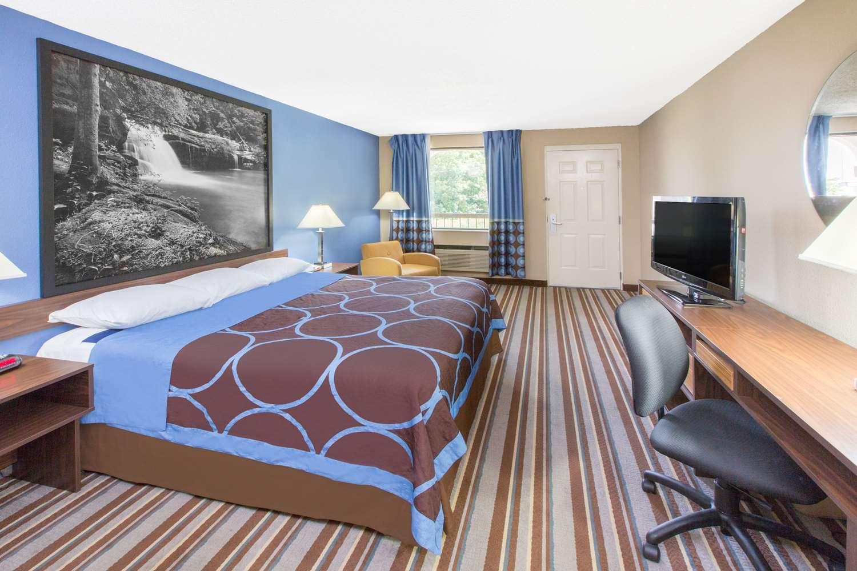 Suite - Super 8 Hotel Dothan