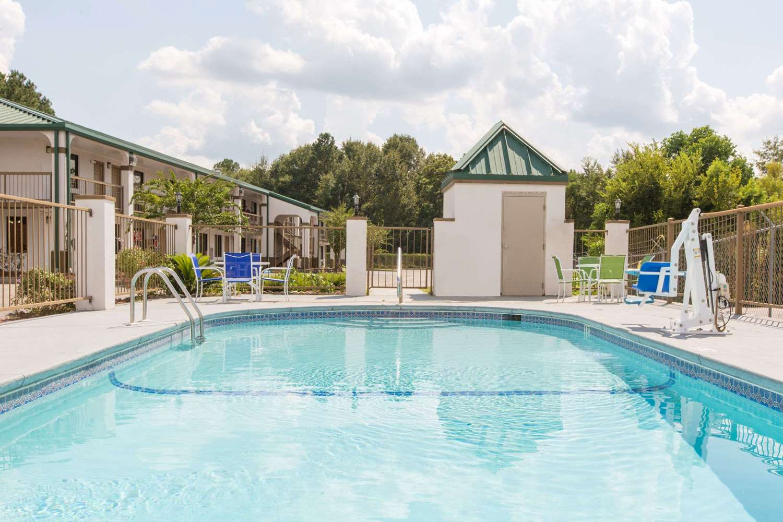 Pool - Super 8 Hotel Dothan