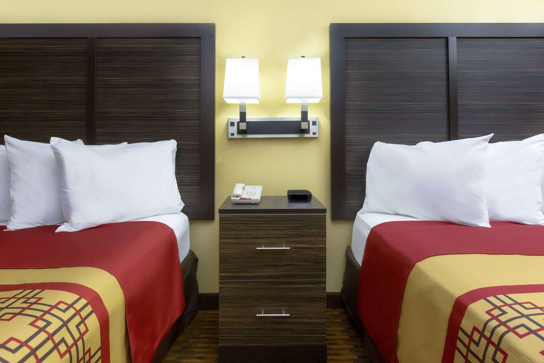 Room - Days Inn Columbus North