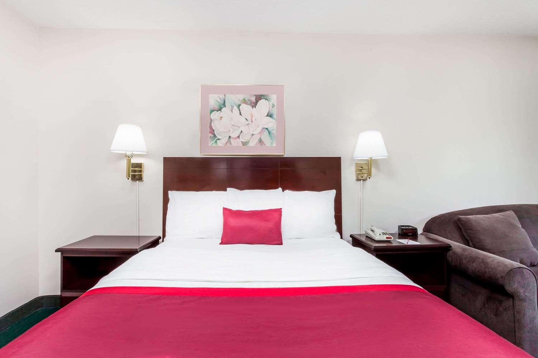 Room - Ramada Limited Hotel Tell City
