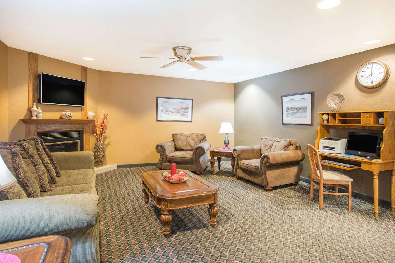 Lobby - Ramada Limited Hotel Spirit Lake
