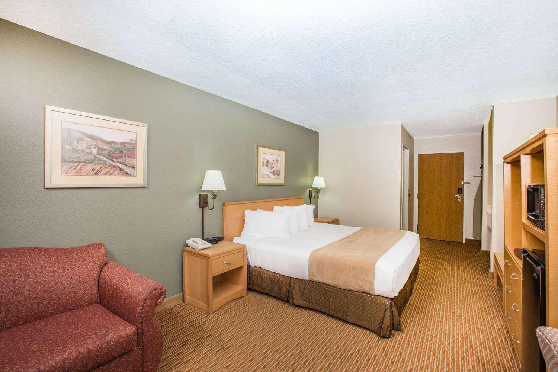 Room - Ramada Limited Hotel Spirit Lake