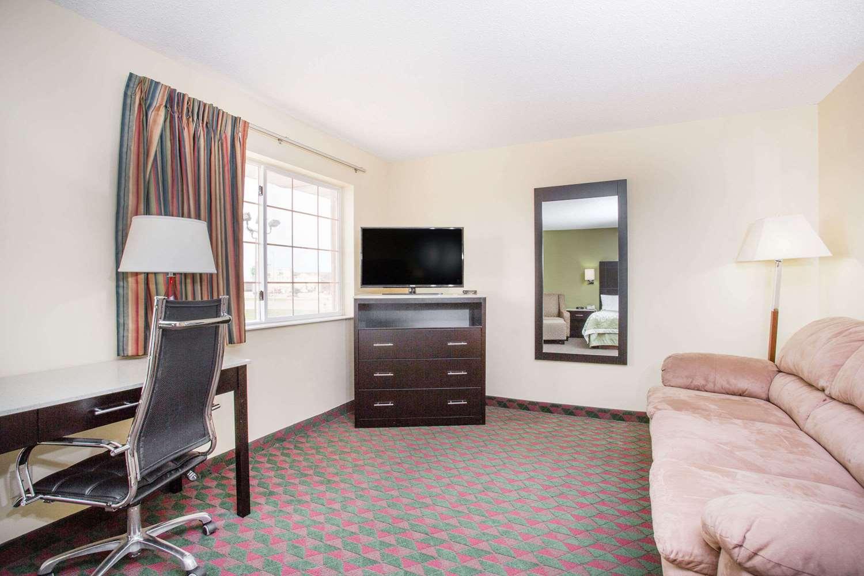 Room - Days Inn Lexington