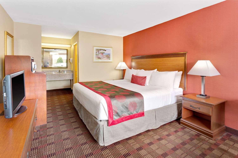 Room - Ramada Hotel Catonsville