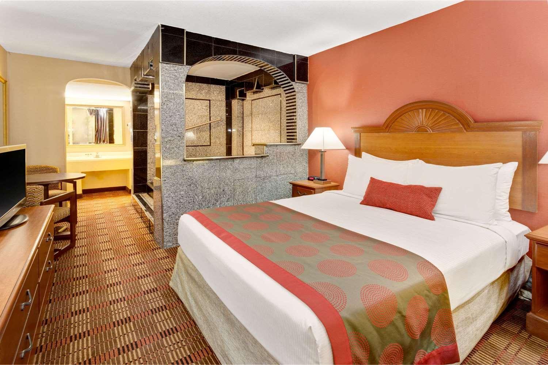 Suite - Ramada Hotel Catonsville