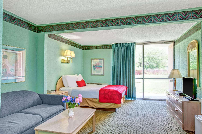 Suite - Ramada Hotel Parsippany