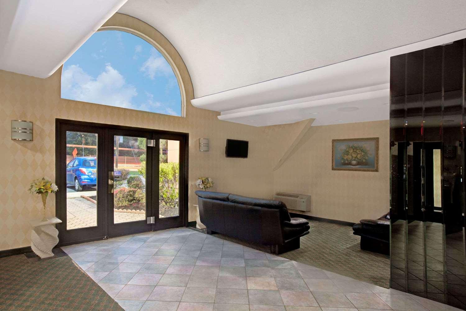 Lobby - Ramada Hotel Parsippany
