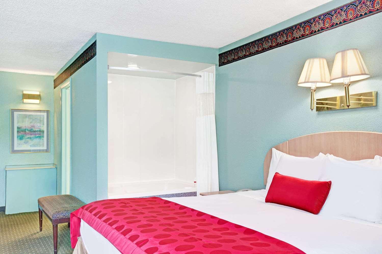 Room - Ramada Hotel Parsippany