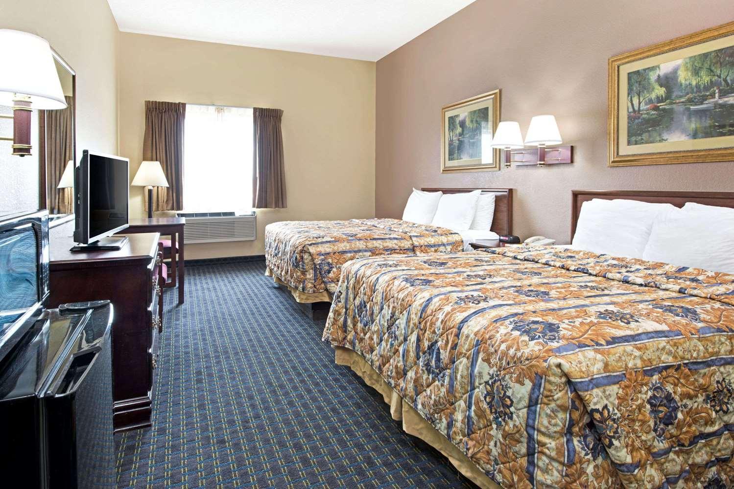 Room - Days Inn Collinsville