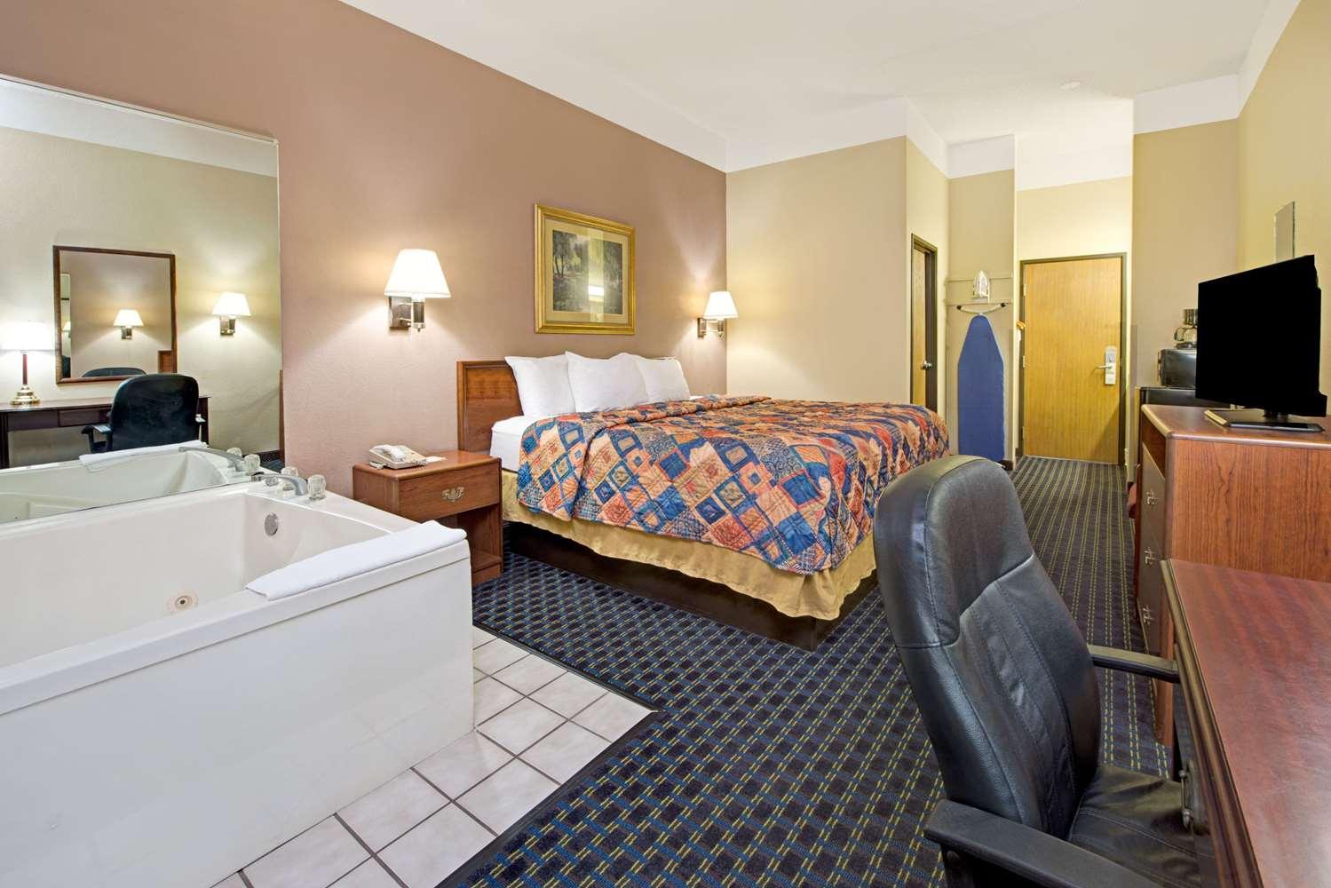 Suite - Days Inn Collinsville