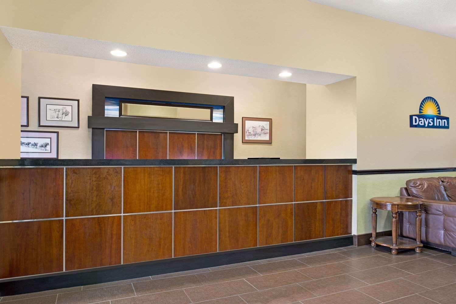 Lobby - Days Inn Collinsville