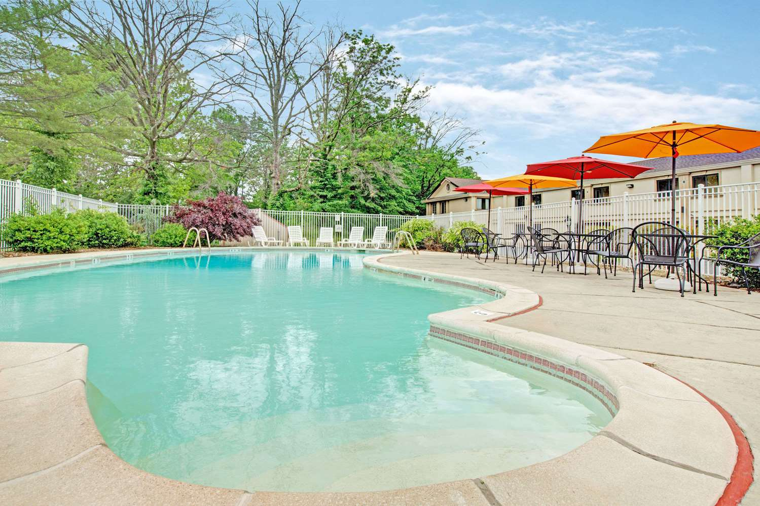 Pool - Ramada Inn Flemington
