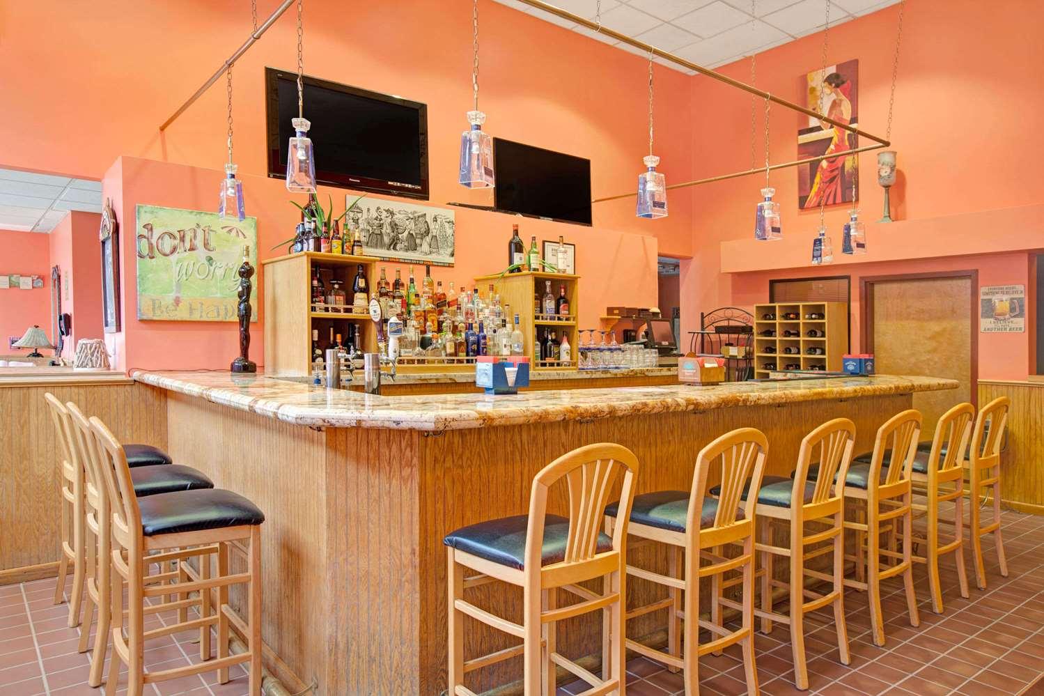 Bar - Ramada Inn Flemington