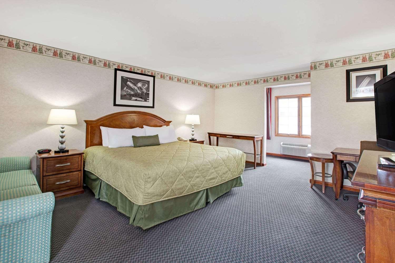 Room - Ramada Inn Flemington