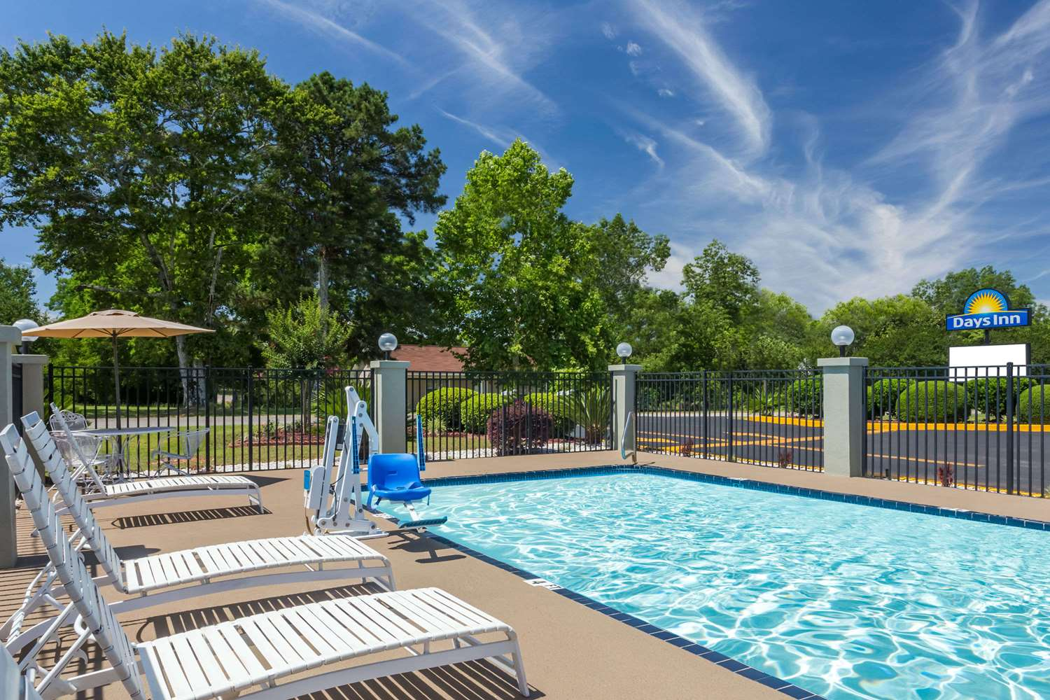 Pool - Days Inn Blakely