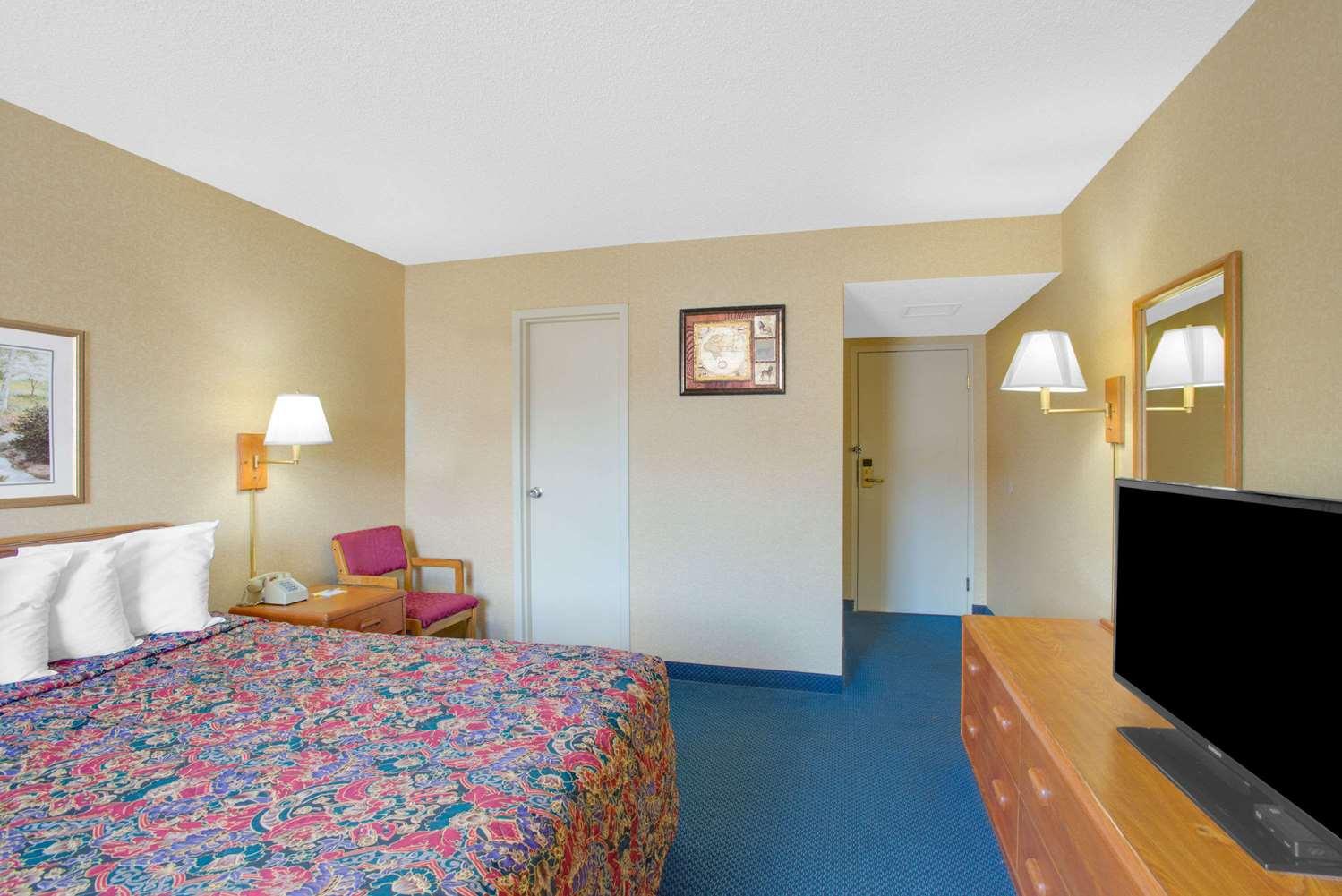 Room - Days Inn Auburn