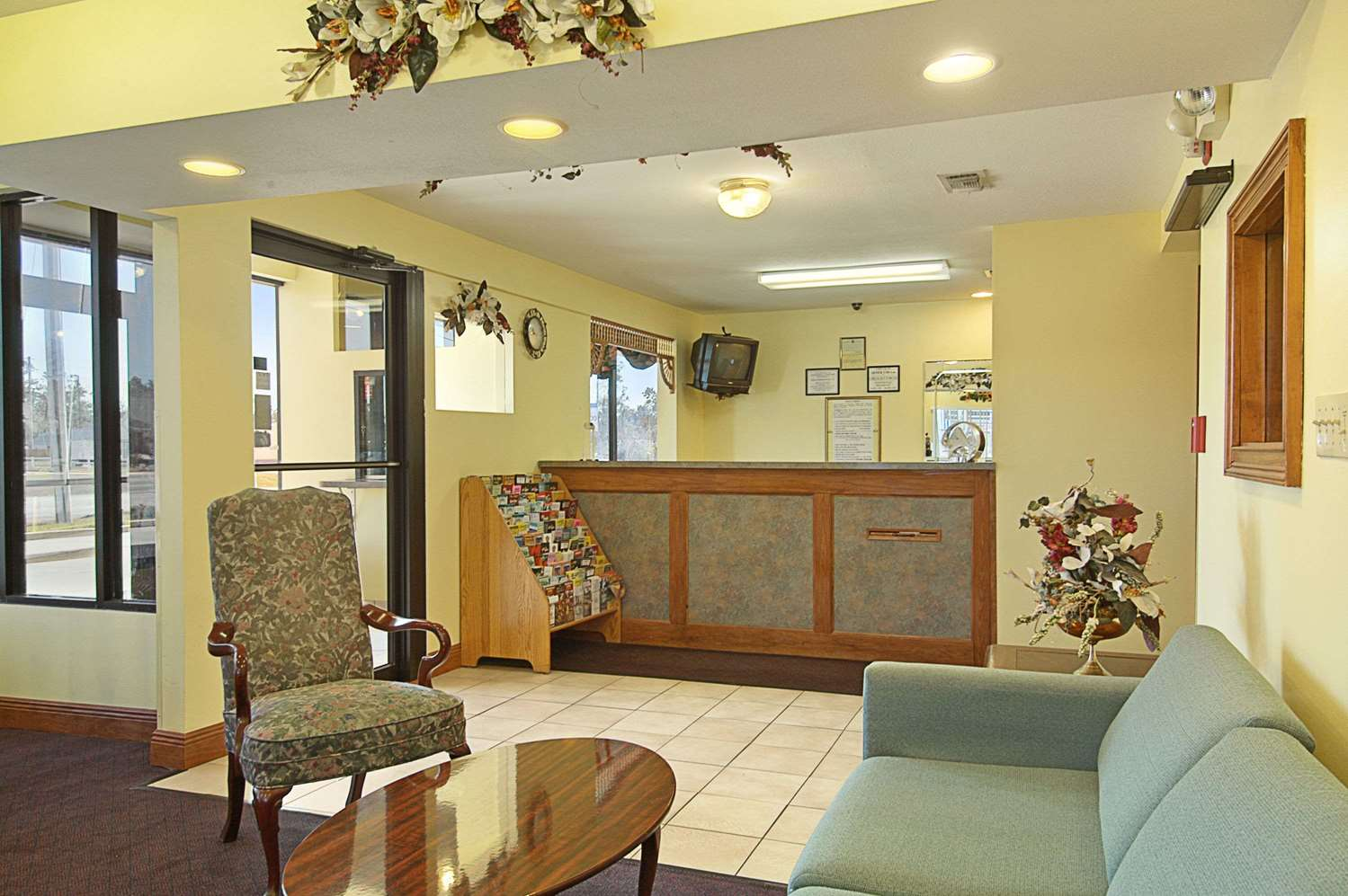 Lobby - Days Inn Ocean Springs