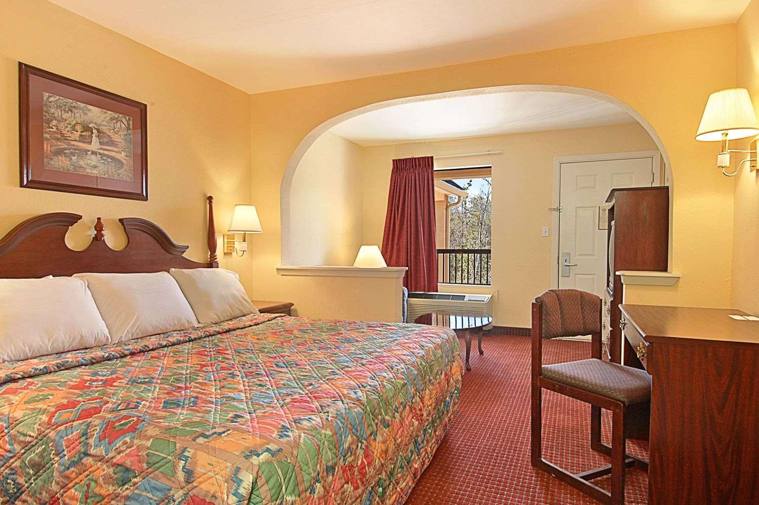 Room - Days Inn Ocean Springs