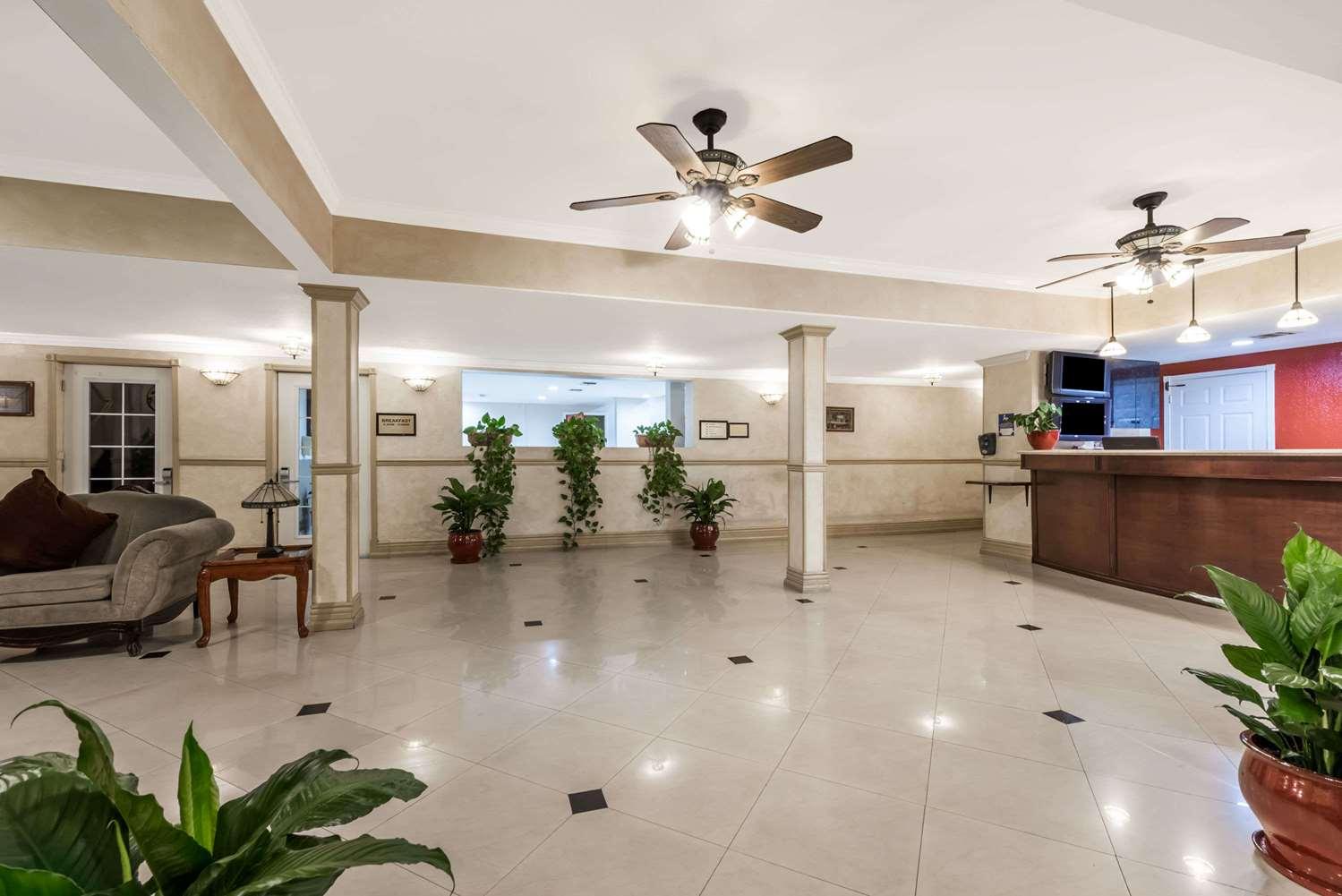 Lobby - Ramada Inn Airport San Diego