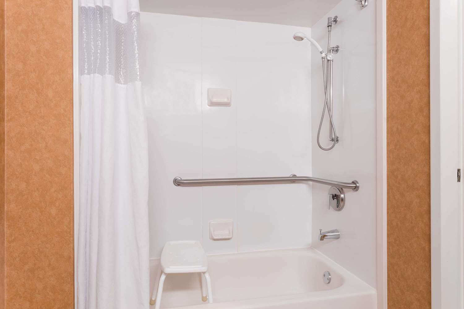 Room - Wingate by Wyndham Hotel Airport Greenville