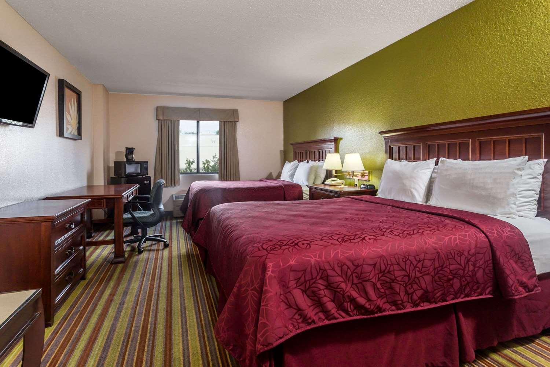 Room - Days Inn I-75 Sarasota