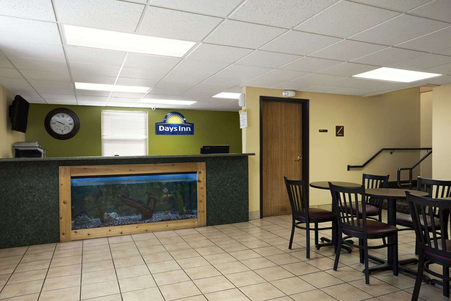 Lobby - Days Inn Wichita