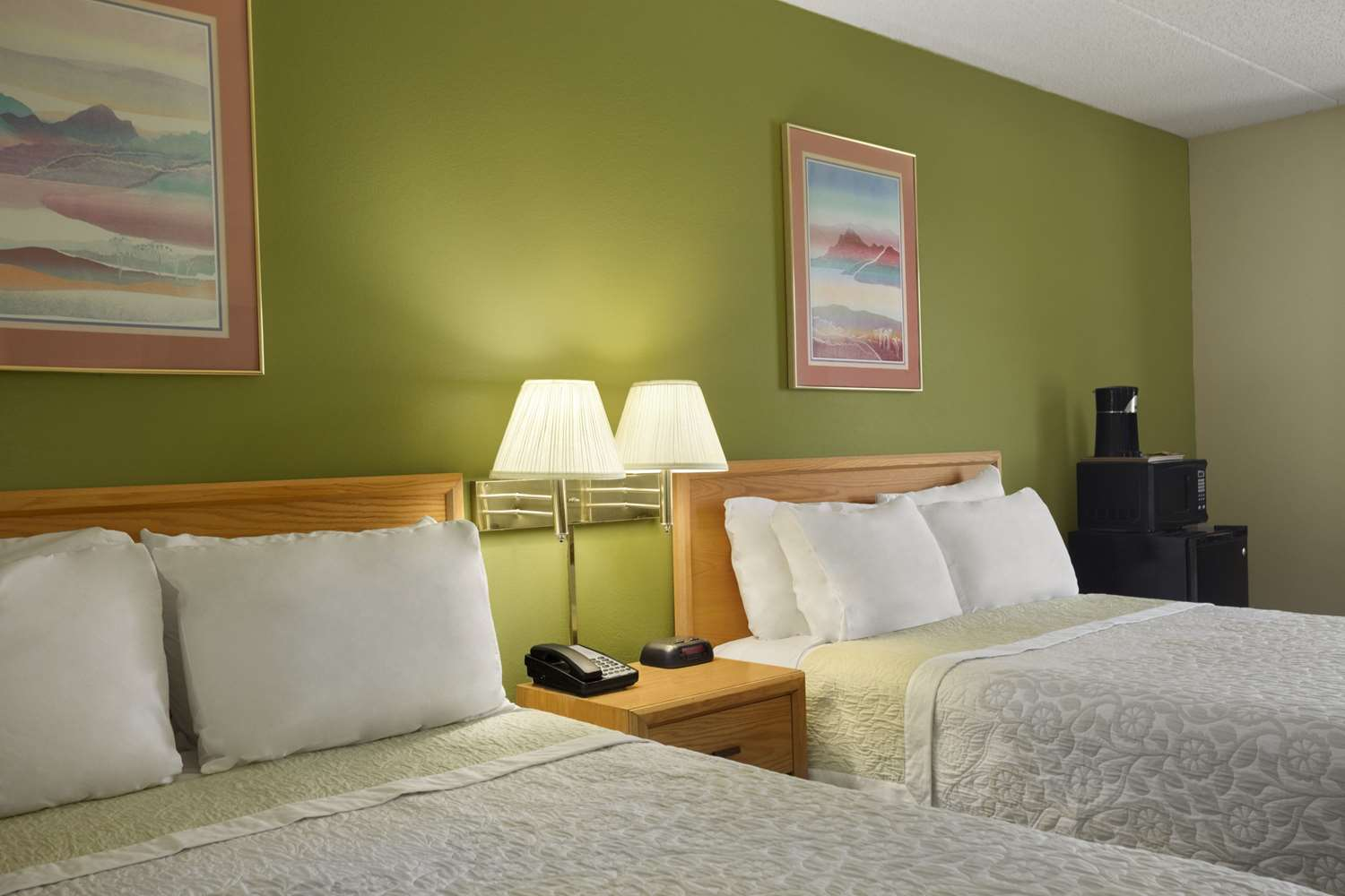 Room - Days Inn Wichita
