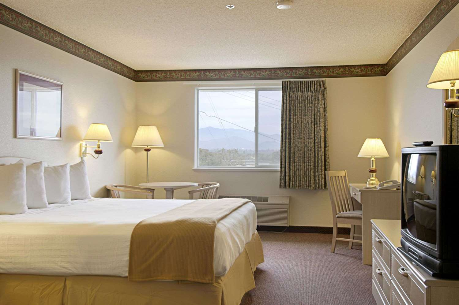 Room - Ramada Limited Hotel Redding