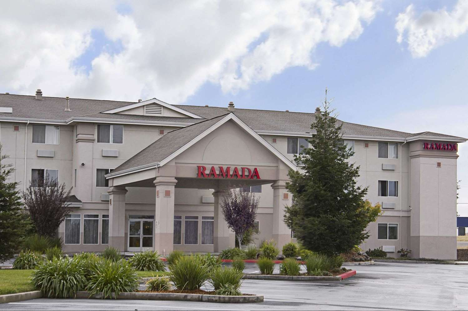 Exterior view - Ramada Limited Hotel Redding
