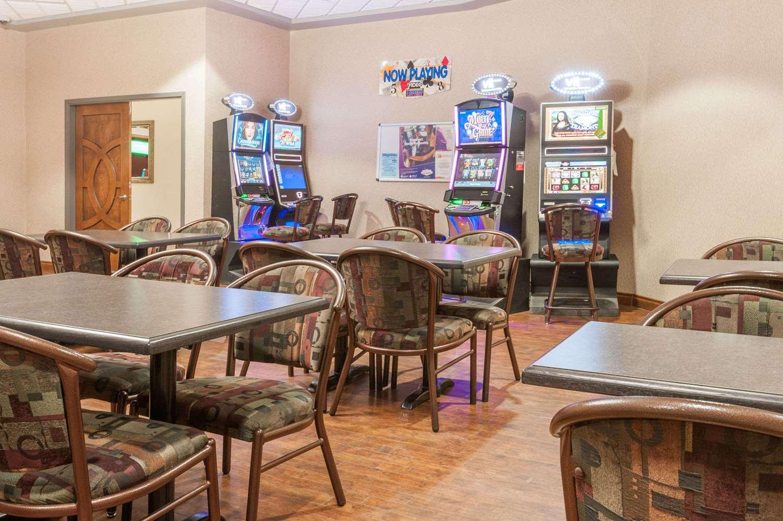 Bar - Ramada Inn Edmonton South