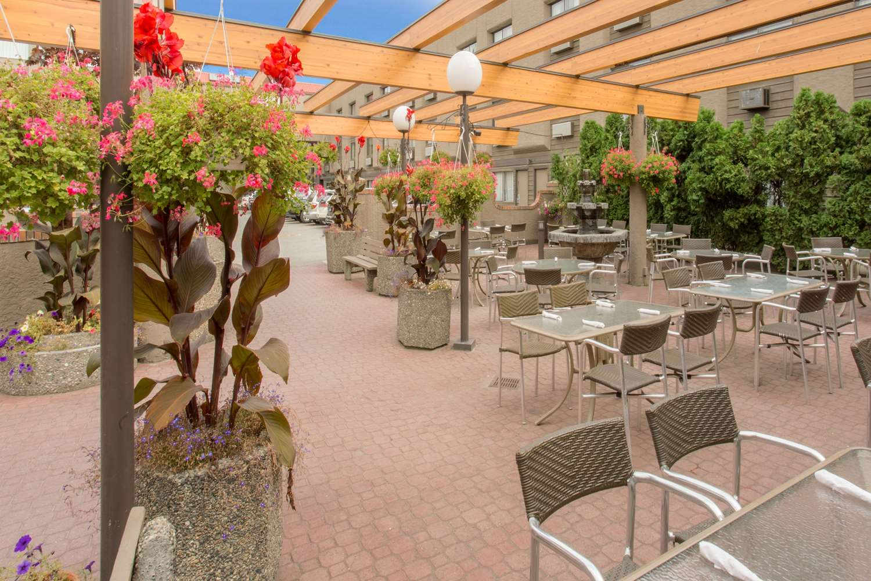 Exterior view - Ramada Hotel Kelowna
