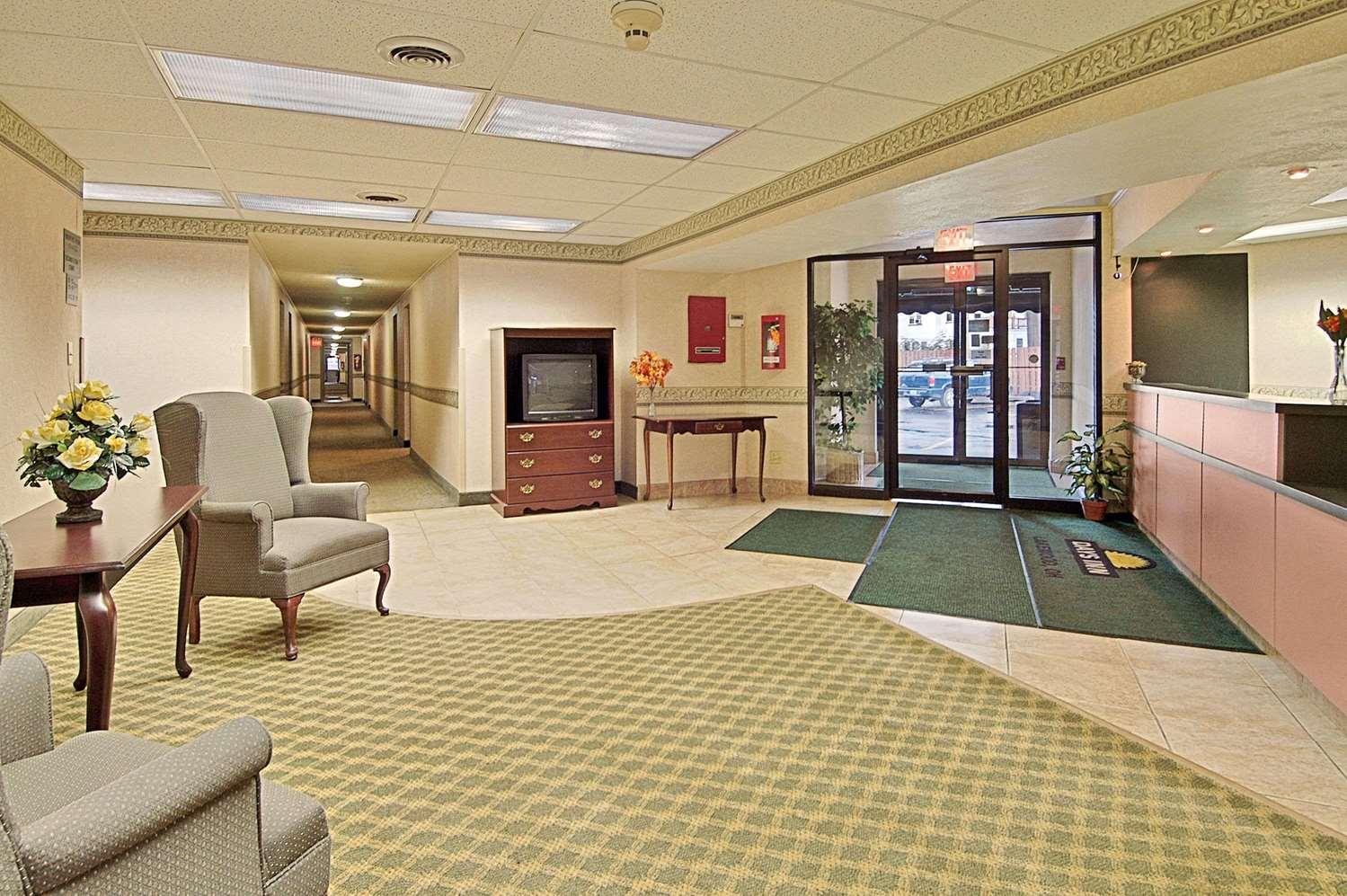 Lobby - Days Inn Lakewood
