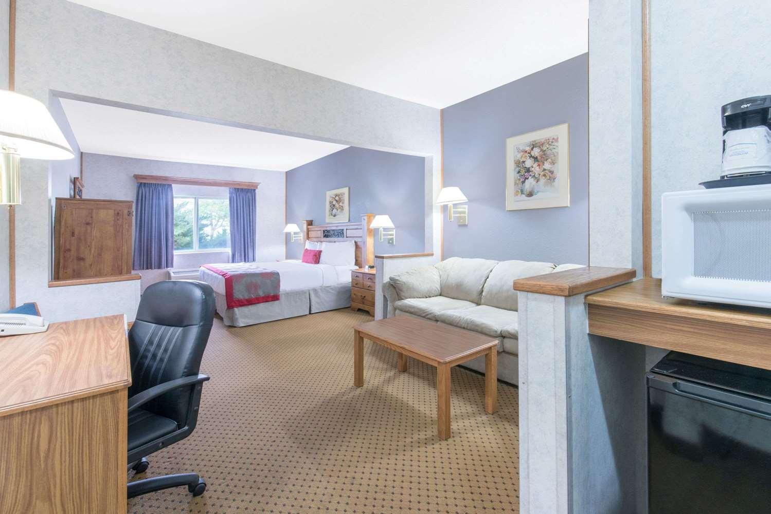 Room - Ramada Limited Hotel Northeast Bismarck