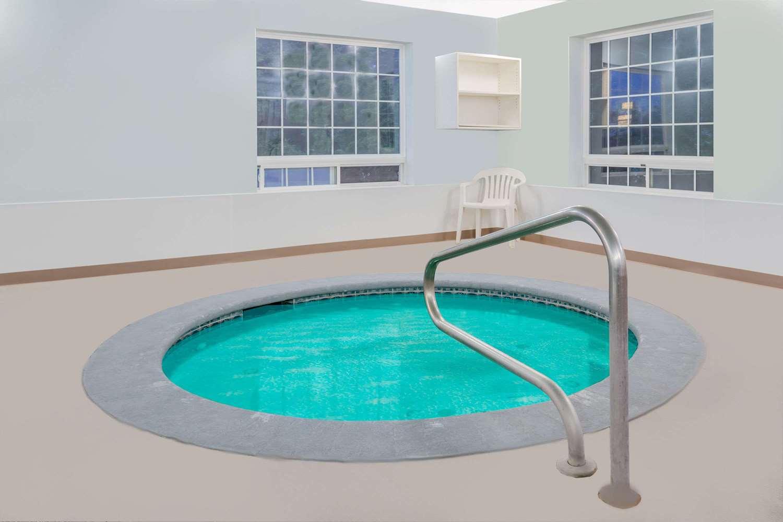 Pool - Days Inn Ocean Shores