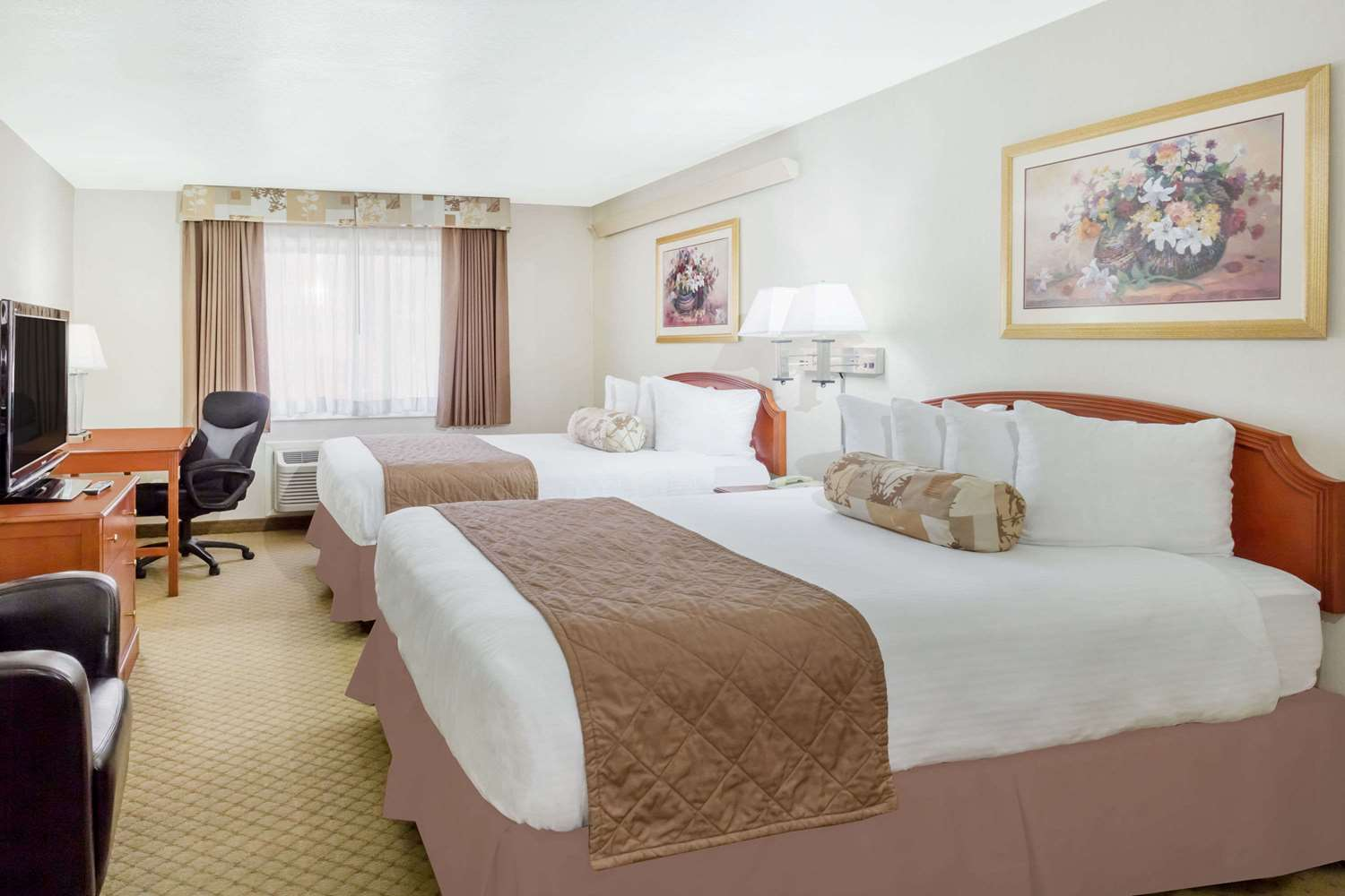 Suite - Ramada Inn & Copper Queen Casino Ely