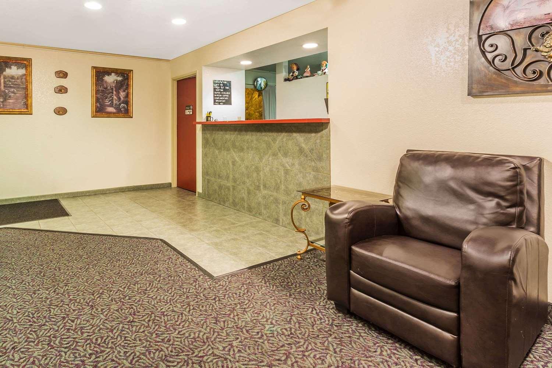 Lobby - Super 8 Hotel Greeley