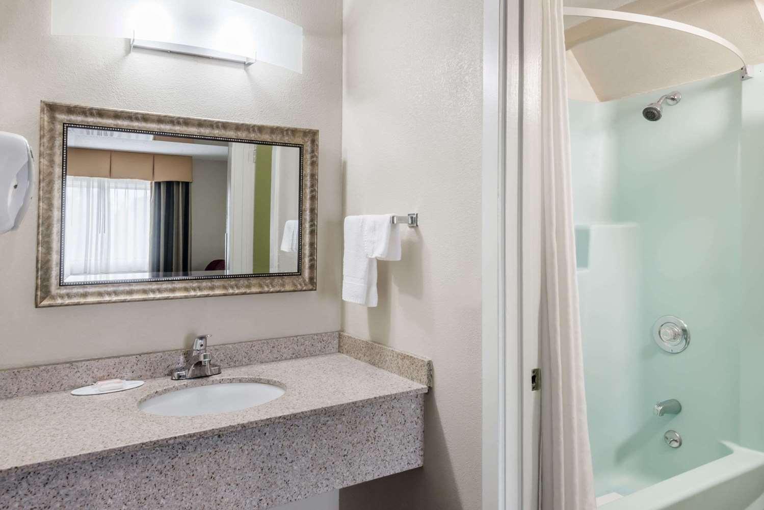 Room - Super 8 Hotel Bangor