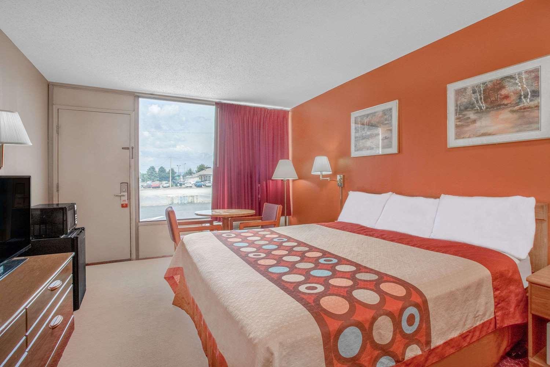 Room - Super 8 Hotel Carlisle