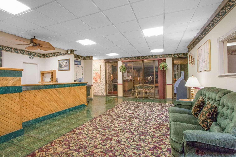 Lobby - Super 8 Hotel Carlisle