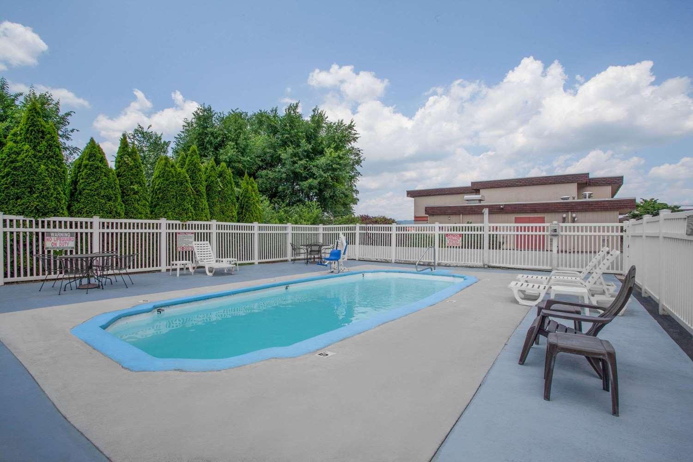 Pool - Super 8 Hotel Carlisle