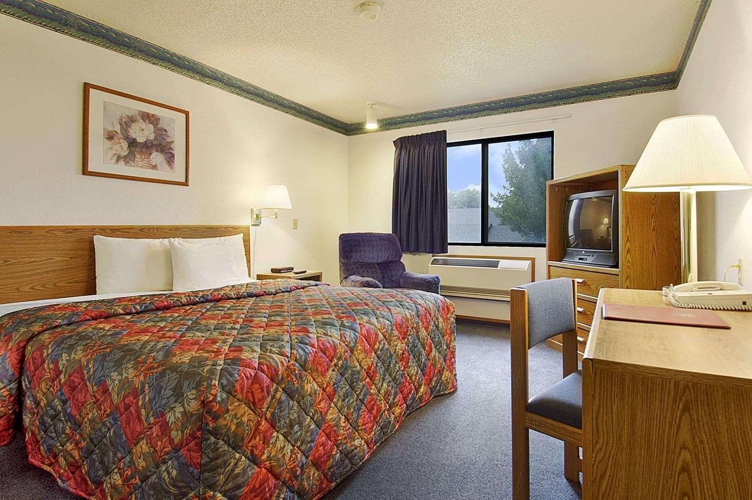 Room - Super 8 Hotel Omaha